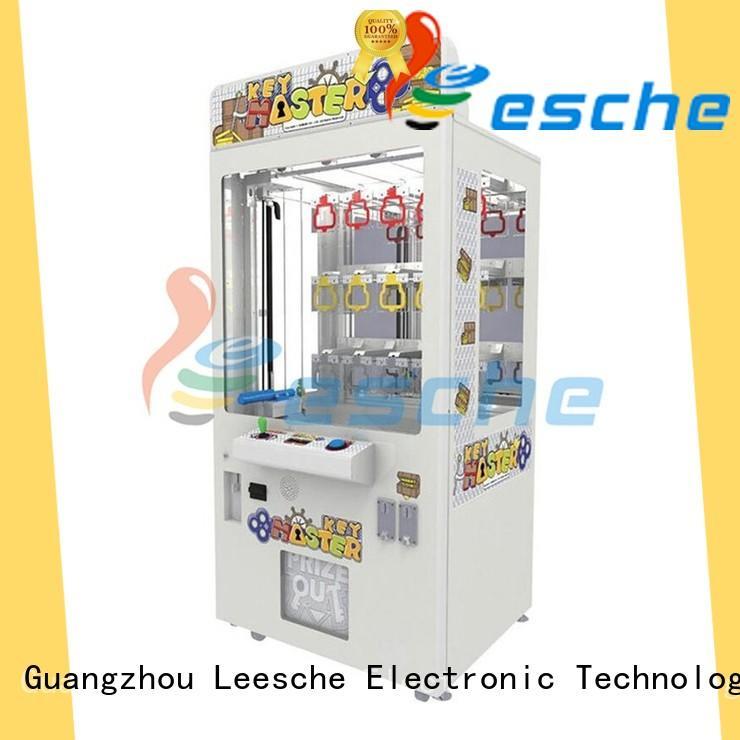 claw vending machine machine in Shopping mall Leesche