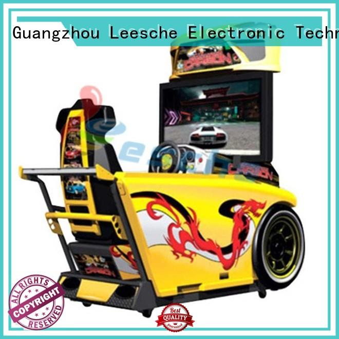 Leesche happy vintage arcade game machines to let the wheel rotating on the street